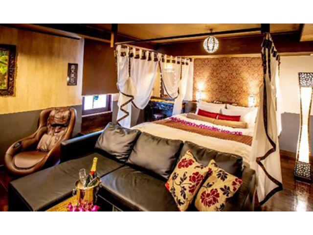 バリアンタイプのお部屋です。テラスに繋がる扉を開けると露天風呂がございます。こちらも一部のお部屋には...