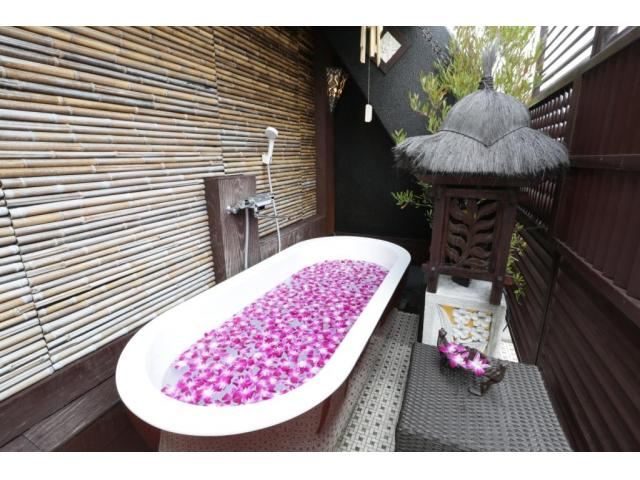 季節を問わず露天風呂は気持ちがいいものです。バリアンタイプでご滞在の際は、ぜひご利用くださいませ。