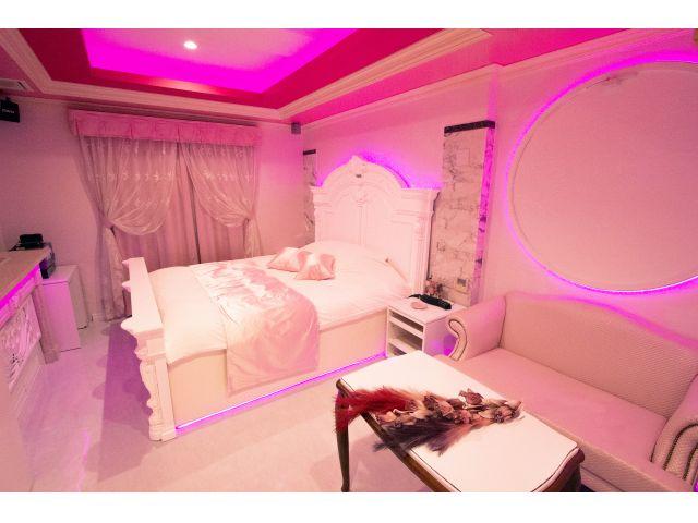 411号室が全面リニューアル♪非日常的なピンク空間♡