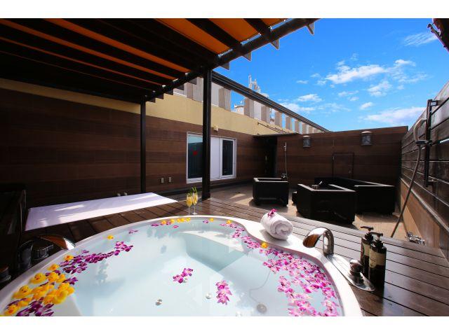 【開放感溢れる#天空露天風呂リニューアル✨】空を一望出来るかけ流し露天風呂で二人だけの空間をゆっくり...