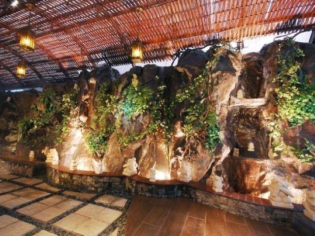 『HOTELBaliAnISLAND』の出入口は全部で3箇所ございます。バリの山々をイメージした圧巻...
