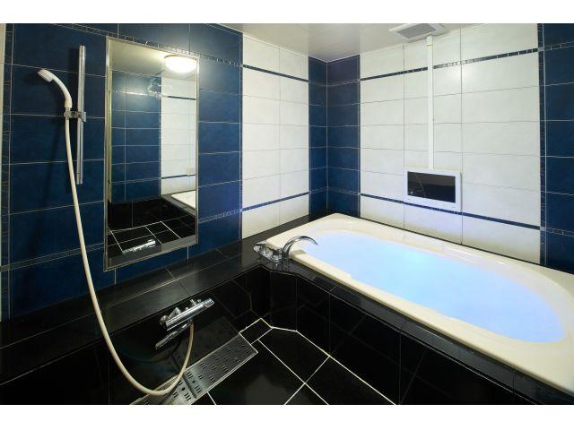502号室浴室浴室TVがございますので、のんびりバスタイムをお楽しみ頂けます。