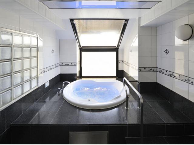 【Aタイプ】浴室Aタイプのお部屋の浴室は大型展望風呂となります。岩槻のため『オーシャンビュー』とはい...