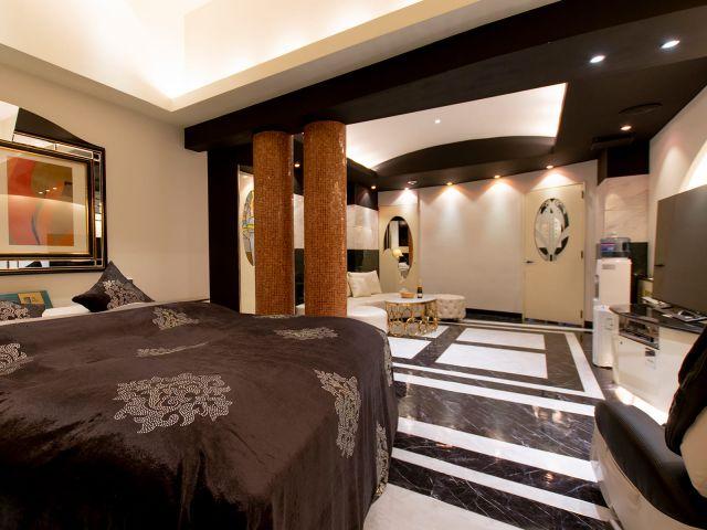 Luxury Rank   703