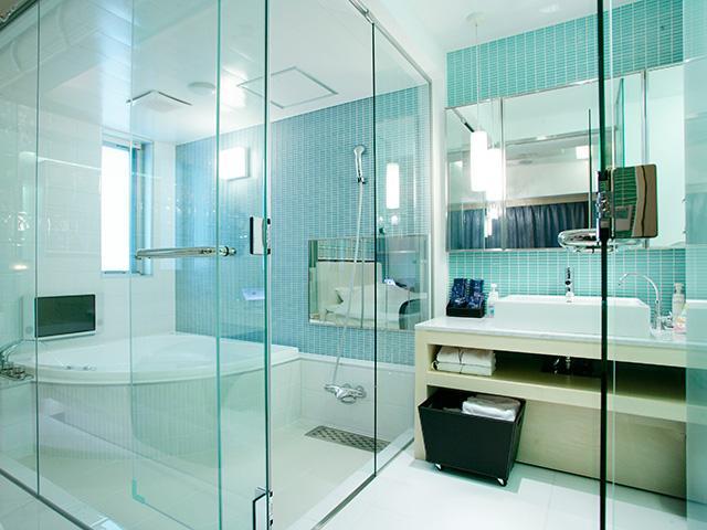 507 ガラス張りのクールなバスルーム