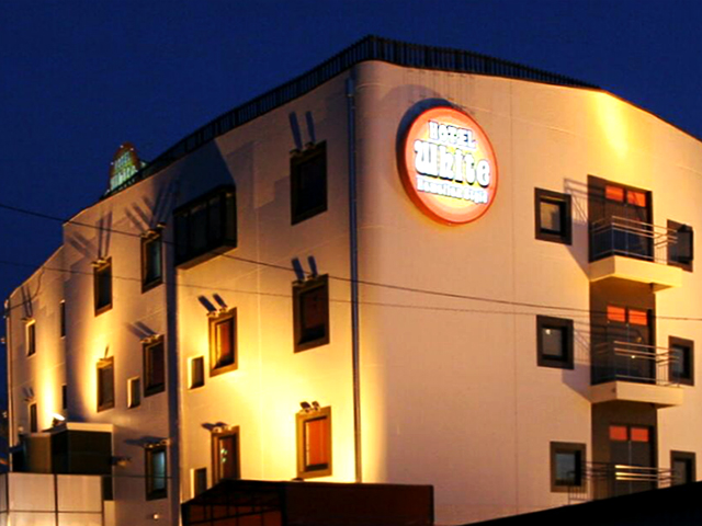 Hotel White Hawaiian Style
