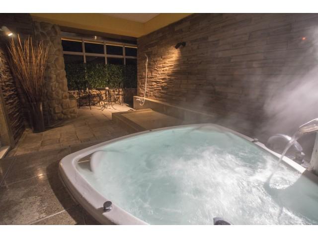 VIP1/215【露天風呂】 リゾート気分で涼をとるのも良い