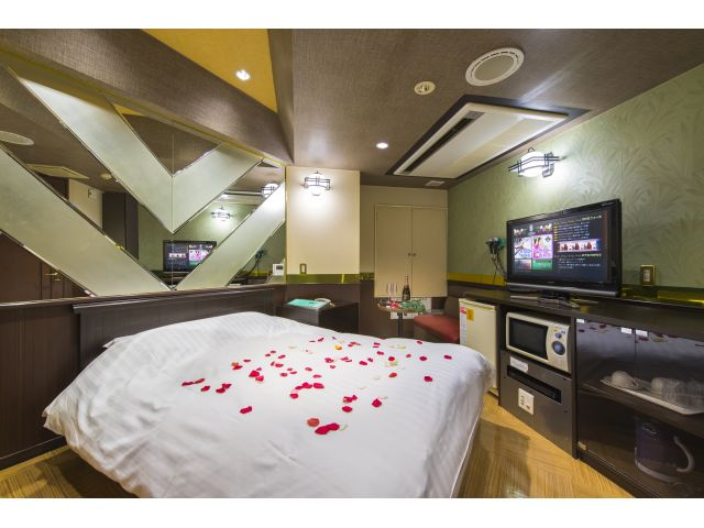HOTEL SEASON