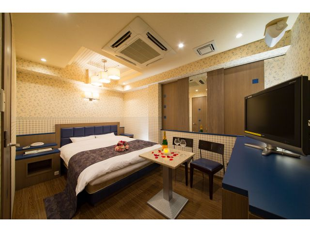 HOTEL the i