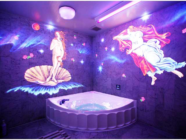 108(岩盤浴・3Dテレビ) 女神が現れるバスルーム