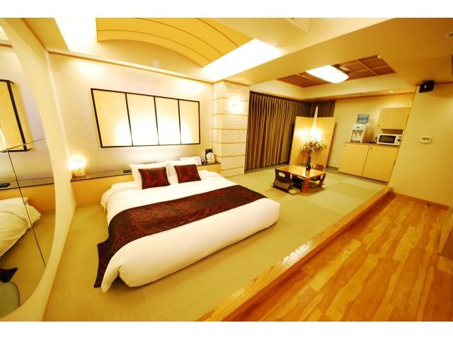 Deluxe Suite Room 612