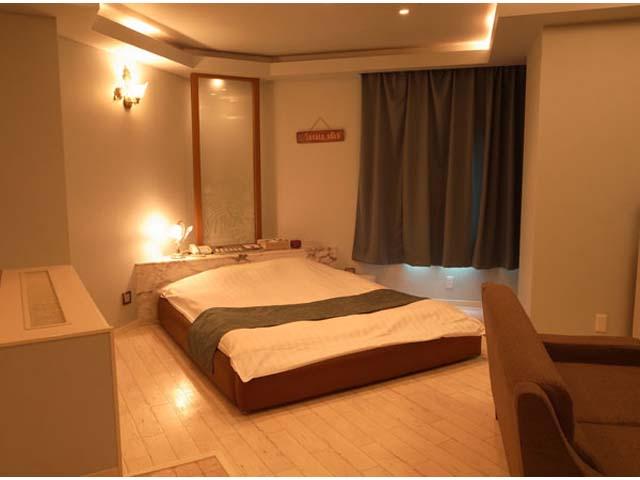 ハワイアンリゾート/502 白を基調とした広いお部屋