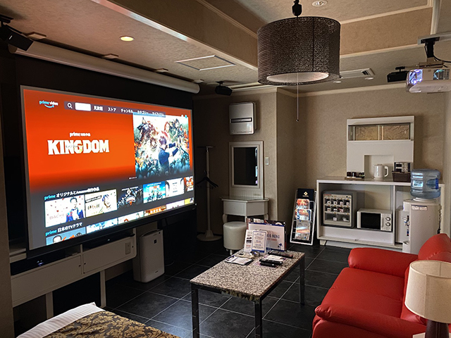 Premium Room 迫力の大画面プロジェクターと5.1chサラウンド