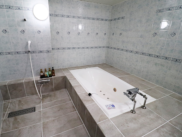 303 ゆったりしたバスルーム