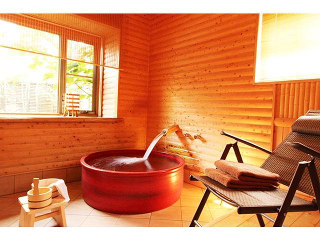 201露天風呂/ロビー 本格的な和風露天風呂
