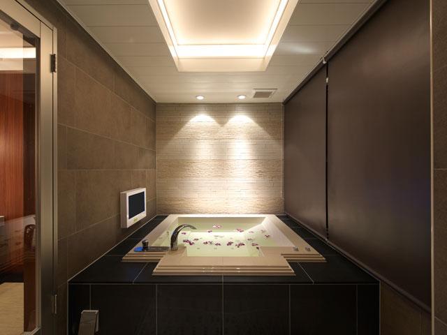 30号室 シンプルなバスルームでゴージャスな時間を