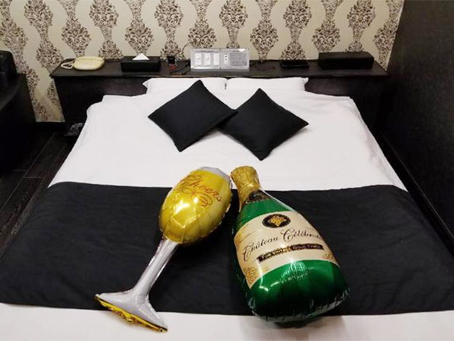 HOTEL  LOVE ONE