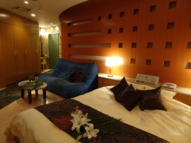 HOTEL  IN THE MOON (ホテル インザムーン)