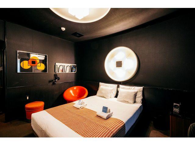 ROOMS [B]The Black room