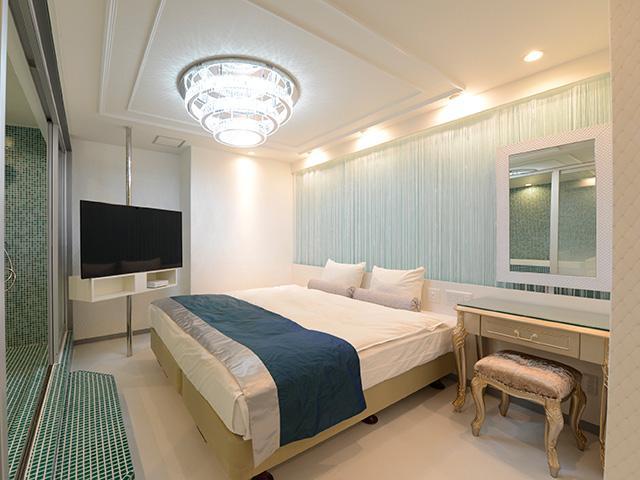 603/602 ☆開放的なバスルーム☆特大サイズのベッド☆人気ルーム