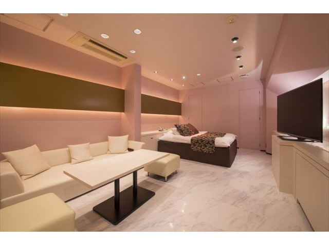 【EAST】513/515 ホワイトカラーとピンクカラーの515号室
