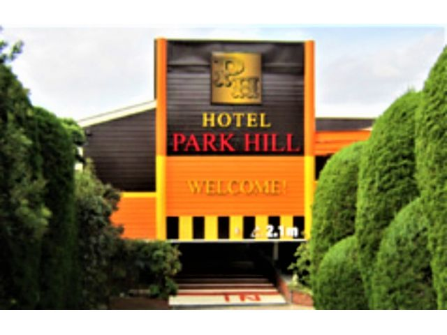 HOTEL  PARK  HILL